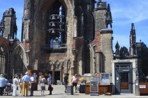 Mahnmal St. Nikolai, Carillon.